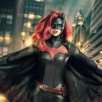 "Batwoman Gets Pilot Pickup at the <span class=""caps"">CW</span>"