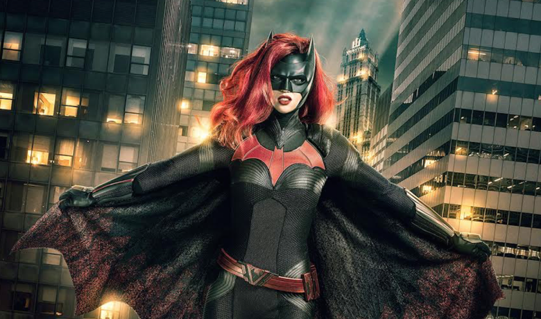 "Batwoman Gets Pilot Pickup at the <span class=""caps"">CW</span>"