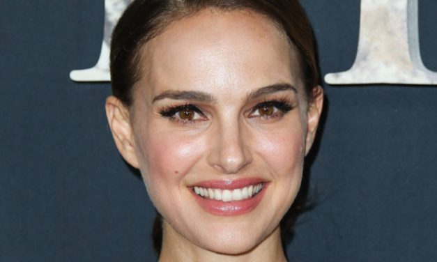 Natalie Portman Is Female Thor In 'Thor Love And Thunder' Opening Fall 2021