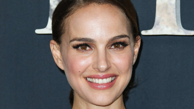 Natalie Portman Is Female Thor In 'Thor Love And Thunder' Opening Fall2021